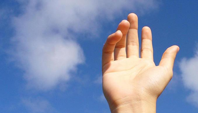 hand-in-sky-1195671-1278x964